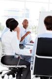 Multi-etnisch commercieel team op een vergadering royalty-vrije stock afbeelding