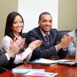 Multi etnisch commercieel team op een vergadering stock foto