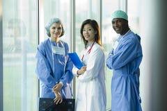 Multi-etnisch medisch team stock foto's