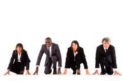 Multi-etnisch team op het net stock afbeelding