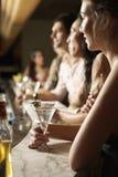 Multi-etnische Groep bij de Bar Stock Foto's