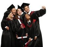 Multi etnische groep gediplomeerde studenten royalty-vrije stock fotografie