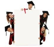 Multi etnische groep gediplomeerde studenten stock foto