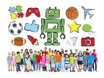 Multi-etnische groep Kinderen met Activiteiten stock fotografie