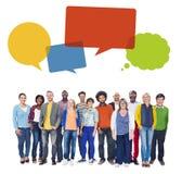 Multi-etnische Groep Mensen en Toespraakbellen Royalty-vrije Stock Afbeelding