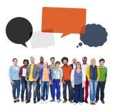 Multi-etnische Groep Mensen en van Toespraakbellen Concept Royalty-vrije Stock Afbeeldingen