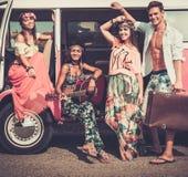 Multi-etnische hippievrienden op een wegreis royalty-vrije stock fotografie