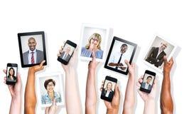 Multi-etnische Mensen en Sociale Media Concepten Stock Fotografie