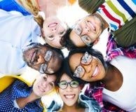 Multi-etnische Toevallige Mensen met hun Hoofden samen Royalty-vrije Stock Foto's