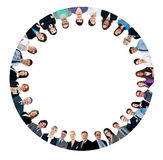 Multi executivos étnicos que formam o círculo Foto de Stock Royalty Free