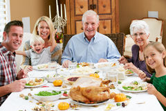 Multi famiglia della generazione che celebra ringraziamento Fotografia Stock Libera da Diritti