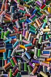 Multi farbige Baumwollbandspulen Lizenzfreie Stockbilder