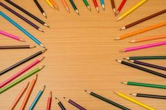 Multi farbige Bleistifte mit Text-Raum Lizenzfreie Stockfotos
