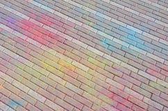 Multi farbige Pflastersteine, Pulver beschichtet mit trockenen Farben am Holi-Festival lizenzfreies stockfoto