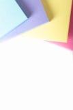 Multi farbige Post-Itanmerkungen Lizenzfreie Stockfotografie