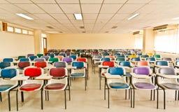 Multi farbige Stühle lizenzfreie stockfotografie