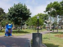 Multi farbige Stierstatue in einem Miraflores-Park, Lima Lizenzfreies Stockfoto