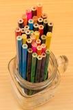 Multi farbiger Bleistifthintergrund Lizenzfreie Stockfotografie