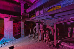 Multi Farblicht, das alte Fabrik malt Stockfotografie