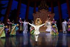 Multi geheim afgezantwavelet de kracht-tweede handeling: een feest in de van het paleis-heldendicht de Zijdeprinses ` dansdrama ` stock afbeeldingen