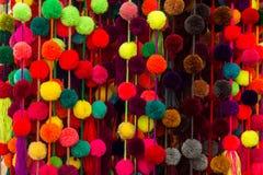 Multi gekleurde die ballen van snoezig materiaal worden gemaakt royalty-vrije stock afbeeldingen