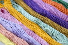 Multi gekleurde draden Stock Afbeelding