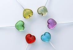 Multi gekleurde hartvorm lollypops stock afbeelding