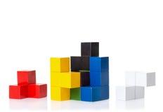 Multi gekleurde houten blokken, logicaraadsel stock afbeeldingen