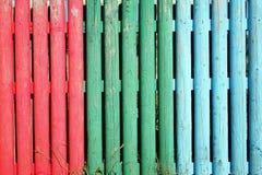 Multi gekleurde houten staakomheining Stock Fotografie