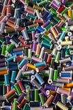 Multi Gekleurde Katoenen Spoelen Royalty-vrije Stock Afbeeldingen