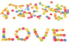 Multi gekleurde liefdenota die door suikergoed wordt geschreven Royalty-vrije Stock Foto