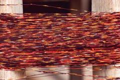 Multi gekleurde natuurlijke geverfte garens voor het weven in Thailand royalty-vrije stock fotografie