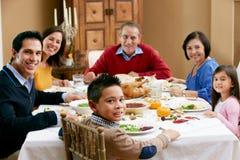 Multi Generations-Familie, die Danksagung feiert