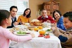 Multi Generations-Familie, die Danksagung feiert Lizenzfreies Stockbild