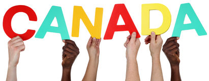 Multi gruppo etnico di gente che tiene la parola Canada immagini stock libere da diritti