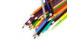 Multi lápis coloridos no fundo branco Fotografia de Stock