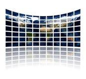 Multi Mediabildschirme, die den Atlas anzeigen Stockfoto