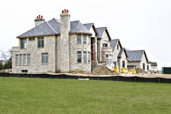 Multi-million huis onder cons. Royalty-vrije Stock Foto