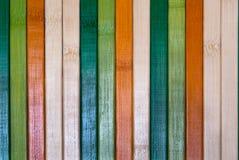 Multi parete di legno colorata della plancia Immagini Stock