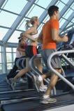 Multi povos étnicos que correm na escada rolante Fotos de Stock Royalty Free
