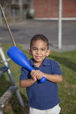 Multi-racial Junge am Park Stockfotos