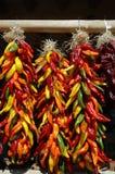 Multi ristras colorati del peperoncino rosso Immagine Stock