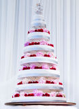 Multi Tier Big Wedding Cake decorated with fresh flowers Royalty Free Stock Photos