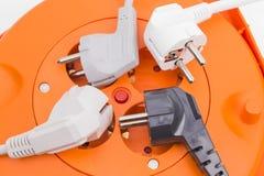 Multi tomada e cabos distribuidores de corrente desligado Fotografia de Stock