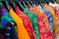 Multi variopinto dei vestiti di chaina Fotografie Stock