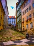 Multi via e case colorate a Praga Fotografia Stock