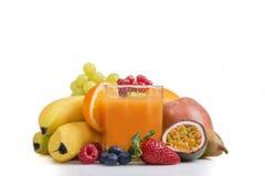 Multi vitamina entre o vário fruto fotografia de stock royalty free