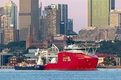 Multi Zweck der australischen Grenzkraft weg vom Uferschiff Ozean-Schild in Sydney Harbor stockfoto