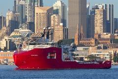 Multi Zweck der australischen Grenzkraft weg vom Uferschiff Ozean-Schild in Sydney Harbor lizenzfreie stockbilder