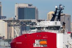Multi Zweck der australischen Grenzkraft weg vom Uferschiff Ozean-Schild in Sydney Harbor lizenzfreies stockbild